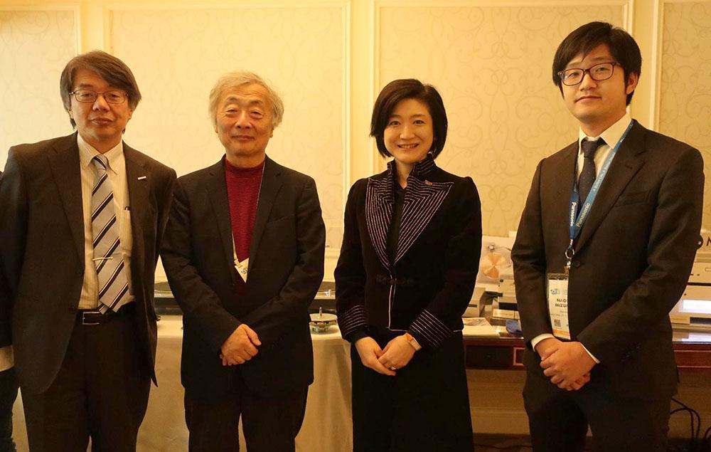 画像: 左から、テクニクスCTOの井谷哲也さん、麻倉さん、パナソニック 執行役員 アプライアンス社副社長・技術本部長・テクニクス事業推進室長の小川理子さん、ホームエンターテインメント事業部 商品技術部の水俣直裕さん