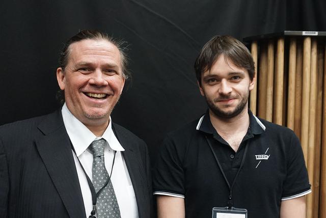 画像: トリノフオーディオのグローバル・セールス・マネージャー、アーノルド・デスティニー氏(右)と、通訳を担当してくれたBCB営業部長、ジェフリー・ジョーサン氏(左)