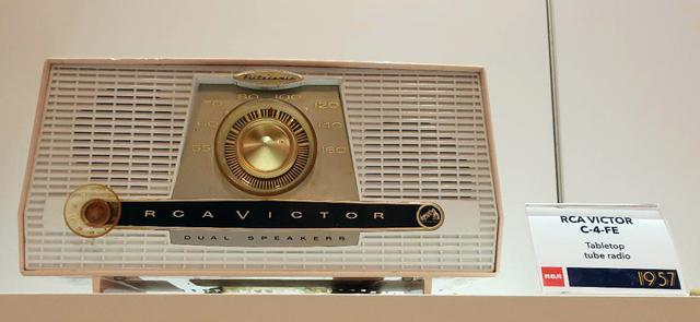 画像: RCA VICTOR「C-4FE」クロックラジオ(1957年)