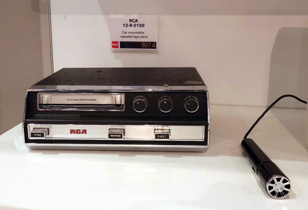 画像: RCA VICTOR「12R-0100」カセットデッキ(1974年)