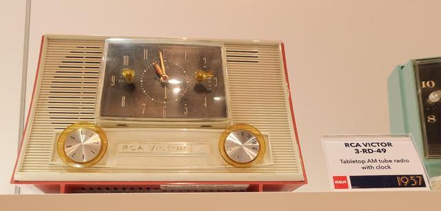 画像: RCA VICTOR「3RD49」クロックラジオ(1957年)