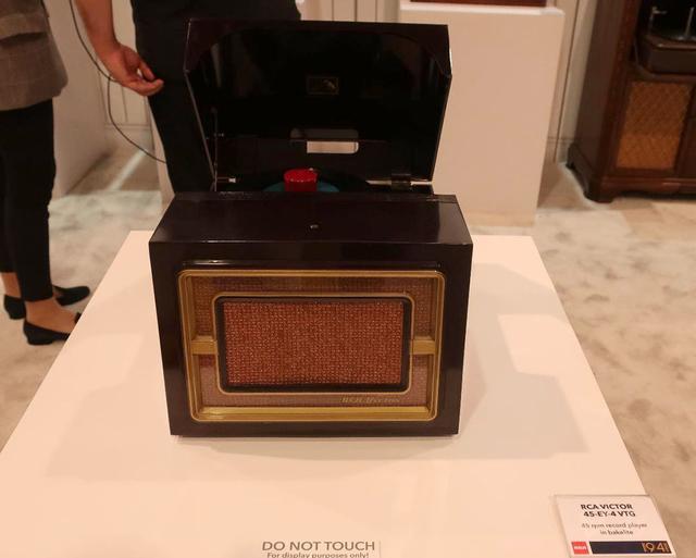 画像: RCA VICTOR「45-EY-2」電気蓄音機(1941年)