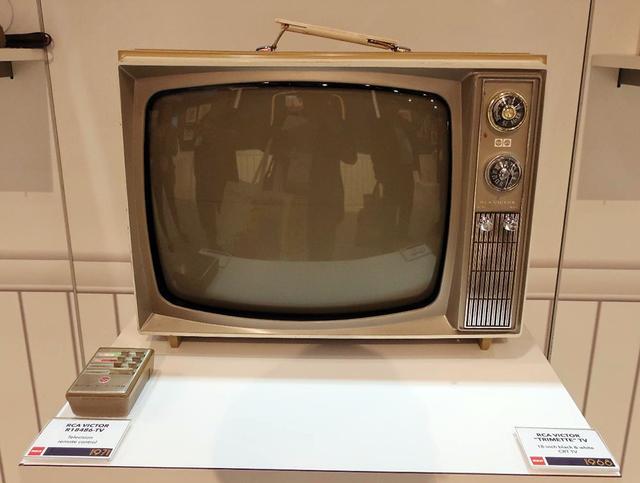 画像: RCA VICTOR「R18486」リモコン付きテレビ(1971年)