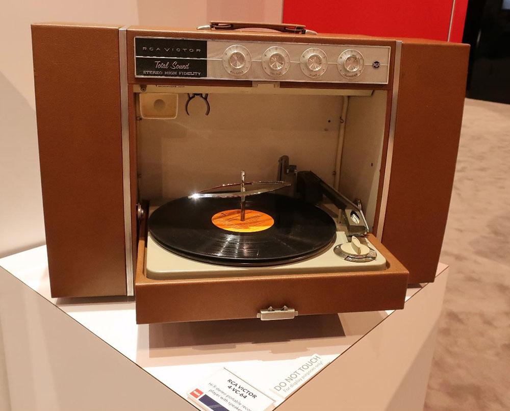 画像: RCA VICTOR「4VC64」オートチェンジー・プレーヤー内蔵ステレオ装置(1970年代)