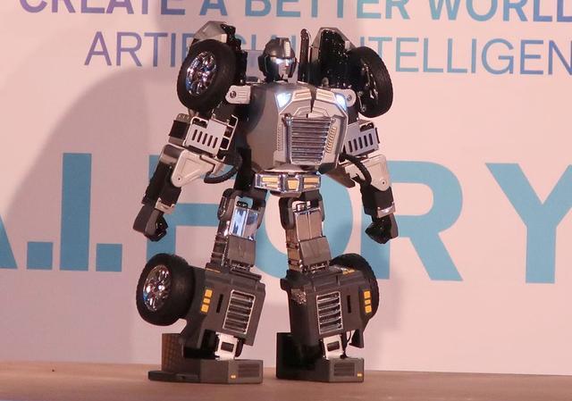 """画像: 【麻倉怜士のCES2019レポート20】これぞ、リアル""""トランスフォーマー""""。ロボットに変身するクルマを発見 - Stereo Sound ONLINE"""