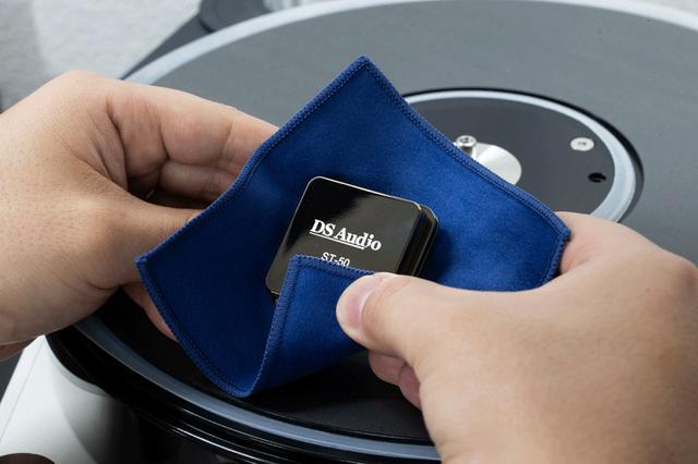 画像: DS Audio、「DS-E1」「HS-001 Solid Head shell」の発売を記念して、特製の「DS Audioマイクロファイバークロス」をプレゼント