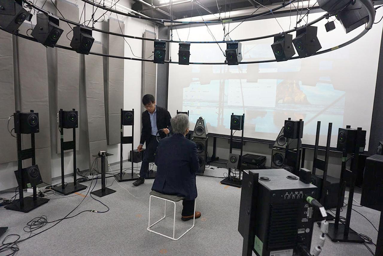画像: ソニーの試聴室で、13個のリアルスピーカーを使った場合と、ヘッドホンでの360 Reality Audioの音の違いを体験させてもらった