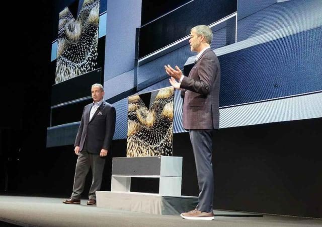 画像: LGの巻き上げ式有機ELテレビ