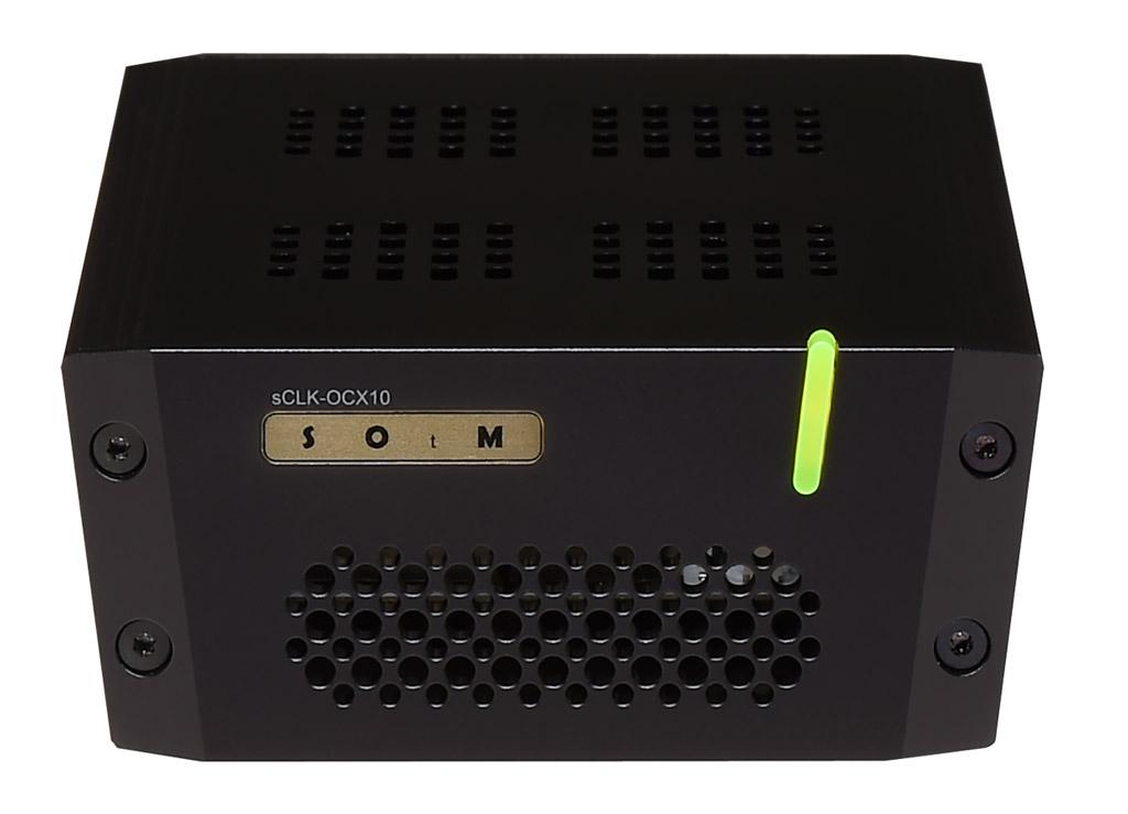 画像: ▲SNH-10Gはクロック入力端子付きのネットワークハブ。今回はSOtMブランドのクロックsCLK-OCX10を使い10MHzクロック信号を送り込んだ。sCLK-OCX10は電源レス仕様のクロックジェネレーターだ(¥500,000+税。詳細は取扱い元の(株)ブライトーンにお問合せください)