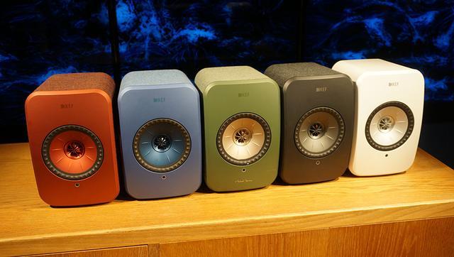 画像: 5色展開の「LSX」。写真左から、マルーンレッド、デニムブルー、オリーブ、ブラック、グロスホワイト