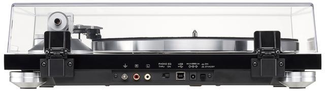 画像: 出力はアナログ音声(RCA)とUSBを装備。フォノイコライザーも搭載しているので、フォノイコ機能を持たないオーディオ機器とも直接接続可能だ