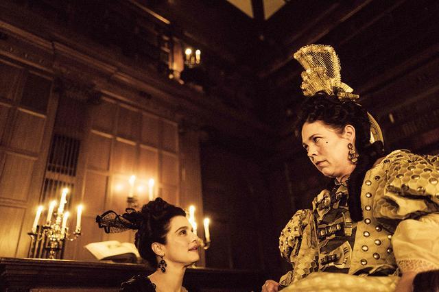 画像: 『女王陛下のお気に入り』よりオリヴィア・コールマン(右)/(C) 2018 Twentieth Century Fox
