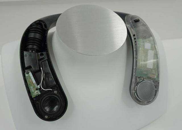 画像: 左右の先端に32mmユニットを搭載し、その後方の肩に近い部分に振動ユニットを内蔵している