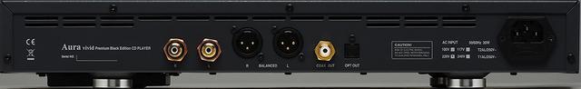 画像: vivid Premium Black Edition CDプレーヤーvivid Premium Black Editionのリアカット。中央にバランスとアンバランスのアナログ音声出力端子と、その右側に光と同軸のデジタル音声出力端子を持つシンプルな構成。デジタル/アナログともに入力端子は持たない、CD再生に特化した製品だ