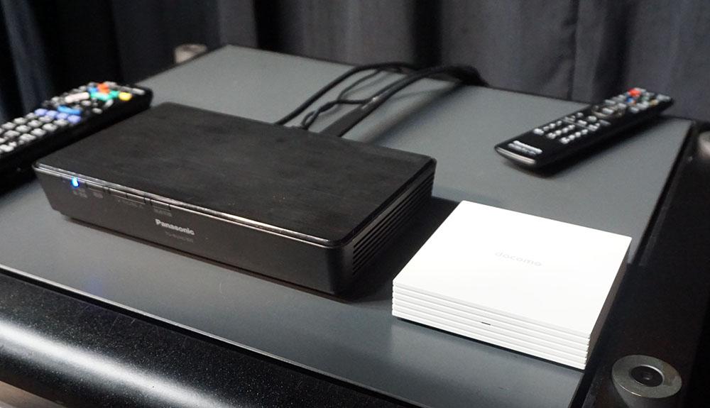 画像: 左がパナソニックTU-BUHD100で、右がNTTぷららのSTB。どちらも市販品にNeSTREAMをインストールすることで、4K/HDR&ハイレゾ配信の再生ができるようになる見込み(アプリのリリース等は現段階では未定)
