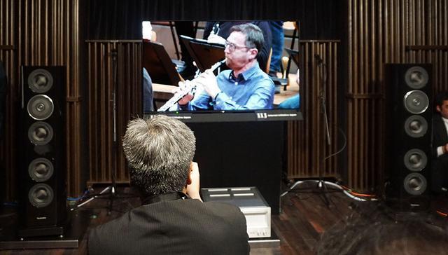 画像: 昨日開催された視聴会の様子。リットーミュージックのスタジオに4K/HDR&ハイレゾ対応機器を持ち込んでいる