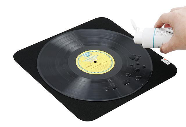 画像: 「レコードクリーニングマット」の使用例