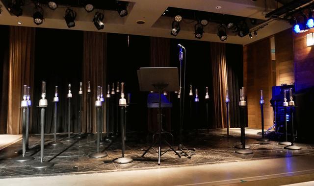 画像: 「THE GLASS SOUNDS」バンドは、土岐のオリジナルマスター音源から、それぞれのパートの音を抽出。パートごとに、再生を行なっていた