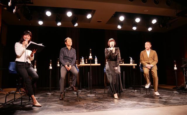 画像: トークセッションでは、「LSPX-S2」の開発陣、ソニービデオ&サウンドプロダクツの鈴木伸和氏(左から二人目)、とソニー・インタラクティブエンタテインメントの森澤有人氏(右端)も参加。土岐とともに、製品開発の苦労・ポイントなどを披露した