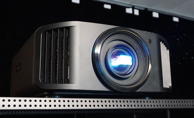 画像: JVCがプロジェクターのファームウェアアップデートをスタート。パナソニックDP-UB9000との組み合わせで、HDR10ディスクを高品質に楽しめる