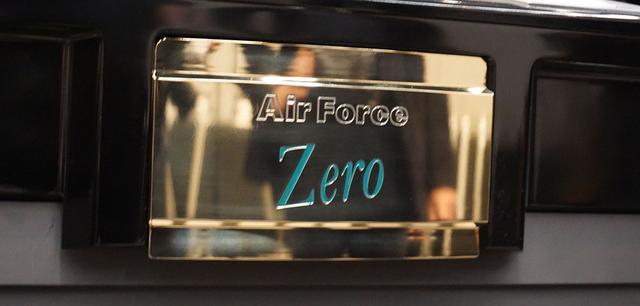 画像: フロントパネルには、「Zero」の文字が刻印されていた