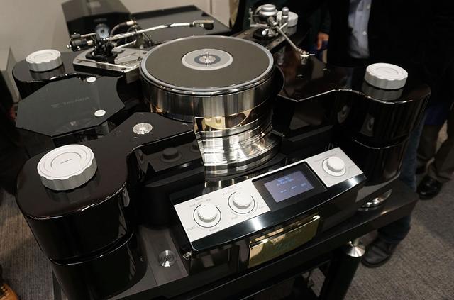 画像1: 究極のレコードプレーヤー、テクダス「Air Force ZERO」が遂にその姿を現した。今年秋頃の発売で、価格は4,000万円台か