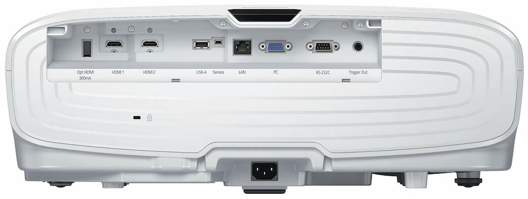 画像: ↑接続端子の装備自体は前モデルから変わらないが、2系統のHDMI端子がともにHDCP2.2および18Gbps信号入力をサポートした