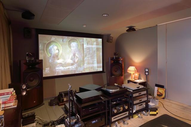 画像: ▲︎山本さんの自宅視聴室のスピーカーシステムはセンターレスの6.1.6構成。オーバーヘッドスピーカーは、フロント(ハイト)がMKサウンドのSS150、ミドル/リア(トップ)がリンのCLASSIK UNIKだ