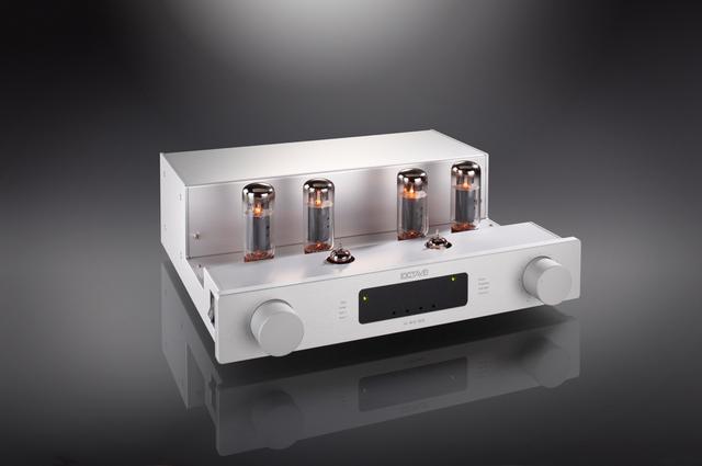 画像: ▲︎今回の取材では、BBC系モニタースピーカーを真空管アンプで鳴らすというコンセプトでドイツ・オクターブV40SE(¥680,000+税)を使った。5極管6550をプッシュプルで用いて最大出力50W×2の高出力を安定的に発揮する●問合せ先:フューレンコーディネートTEL 0120-004884