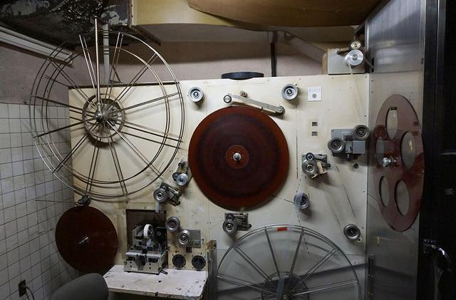 画像: 東京現像所には、今でも35mmフィルムの現像や編集用の設備が準備されている。コマーシャル制作などでは実際にフィルムが使われることも多いそうだ