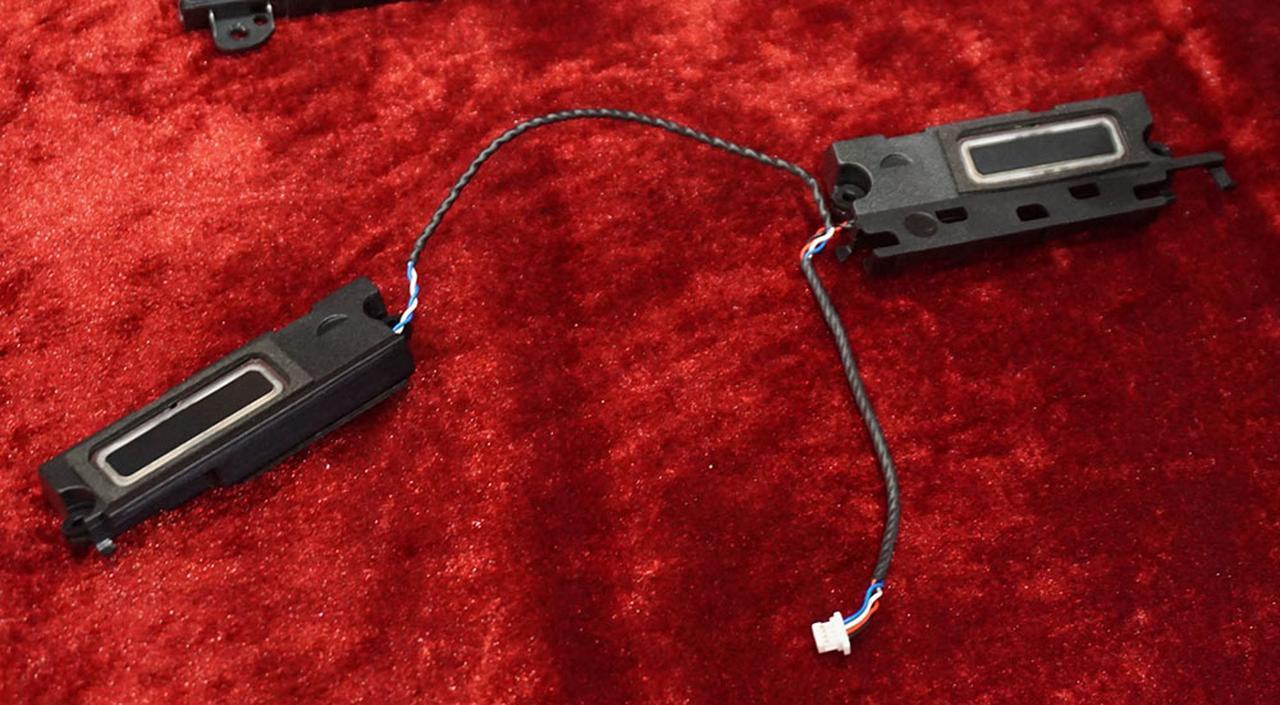 画像: T9/T7に搭載された平面振動ばスピーカー。写真のユニットが本体両サイドに内蔵されている
