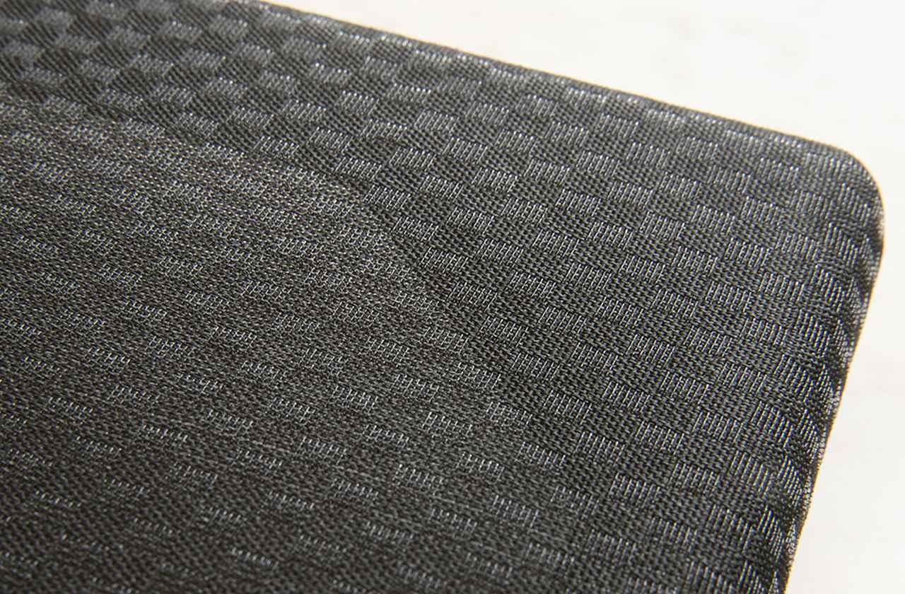 画像: 写真のサランネットが、KX-0.5UR/UBに付属する絹で仕上げられたもの。よく見ると細かな市松模様になっており、光の加減で美しい姿を見せる
