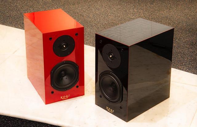 画像: 写真左が朱塗りのKX-0.5UR、右が溜塗りのKX-0.5UBで、価格は同じになる