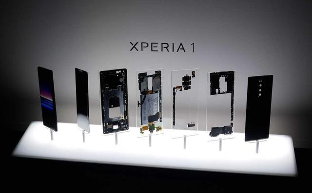 画像: Xperia 1の分解展示