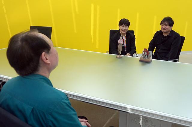 画像: インタビューは円谷プロダクションの社内会議室で行なった。予定時間ぎりぎりまで、楽しい話を伺いました