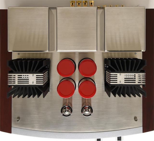 画像: 中央の4本の電解コンデンサーのレッドが印象的なデザイン。イタリア国内で熟練の職人によって設計・製造されている。
