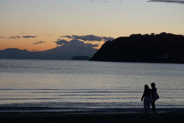 """画像: 今年10周年を迎えた逗子海岸映画祭が絶賛開催中! 4月27日には『サヨナラCOLOR』を上映。""""竹中直人とオレンジ気分バンド""""も登場して、大いに盛り上がった"""