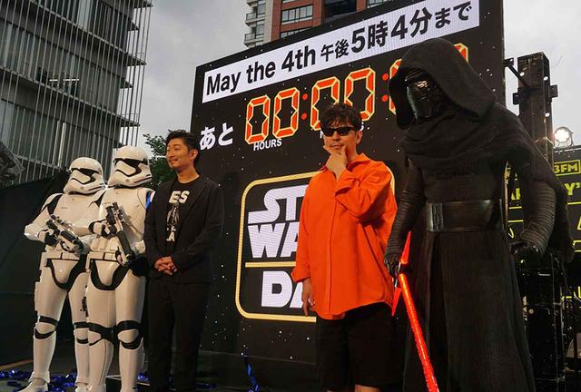 画像: カウントダウンイベントに登場したEXILEのMAKIDAI氏(左)とm-floの☆Taku Takashi氏(右)