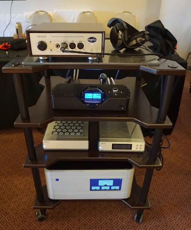 画像: コードのDACやオーロラサウンドのヘッドホンアンプと組み合わせた試聴システムを準備していた