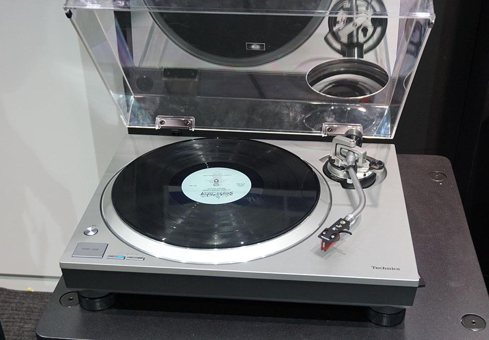 画像: 「SL-1500C」のサイズは「SL-1200MK7」と同じで、本体はシルバー仕上げとなる