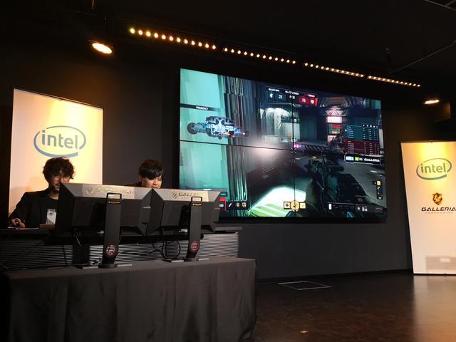 画像: 参加していない参加者にはわかりやすく巨大スクリーンにゲーム画面が映し出されていた。