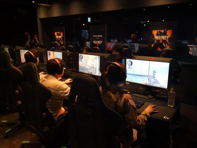 画像: 対面で置かれたPC環境でゲームをするオフラインならではの緊張感に圧倒されてしまった。