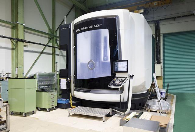 画像: 富山にあるカナヤママシナリーの工場の様子。写真の切削マシンで一台一台ていねいに作業している