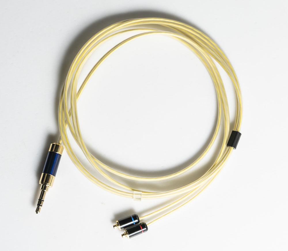 画像: 付属ケーブルはプレーヤー側に3.5mmプラグを、イヤホン側にmmcxコネクターを採用。導線はPC Triple Cという豪華な仕様だ