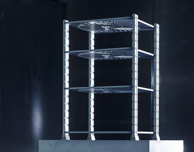 画像: 「AR-4」の支柱は高さ830mm。棚板を支柱に設けられたスリットに差し込んで、ボルトで固定する