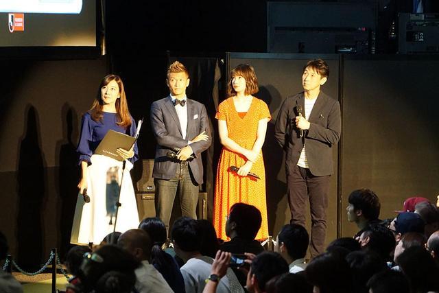 画像: 左から、日々野真理アナウンサー、播戸竜二さん、足立梨花さん、石井正忠さん
