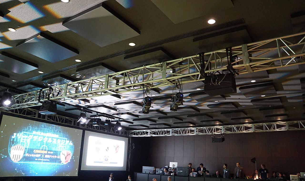画像: 天井スピーカーは合計8基使用。スピーカーはメイヤーサウンドのアクティブタイプだった