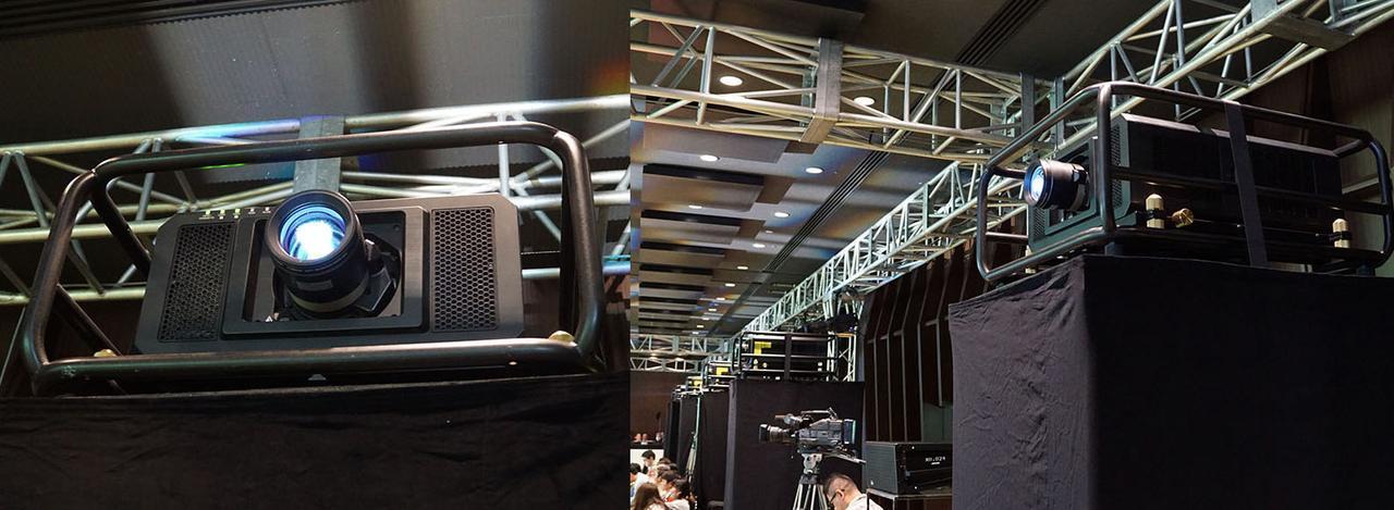 画像: プロジェクターはパナソニックのDLPタイプが5台並ぶ。4K投写用にはPT-RQ22Kが使われていた
