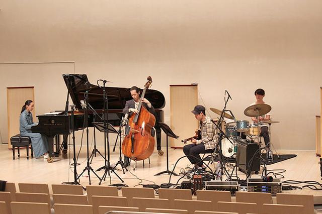 画像: 「Moment 4 Autumn」のレコーディングの模様。ホールを貸し切って、DSD 5.6MHzでの一発録音を実施
