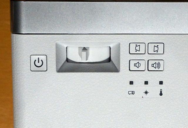 画像: ズームは1.35倍のデジタルズーム。写真はマニュアル操作用のレバー